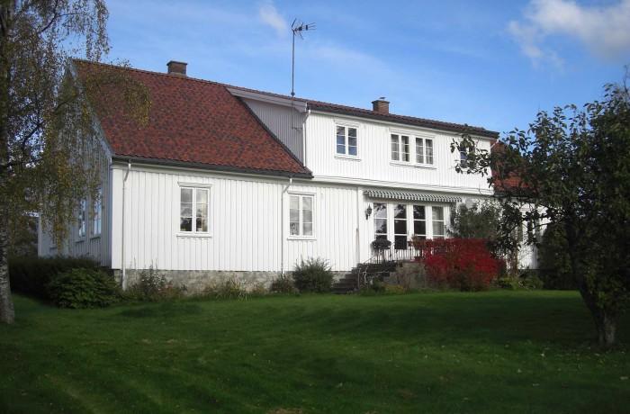 30. Rakkestadveien 843, 845; Eidsberg prestegård