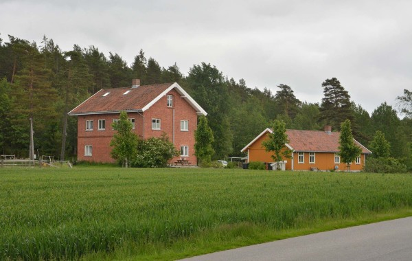 44. Heensveien 261; Gamle Heen skole